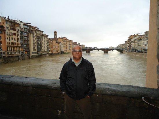 Galleria dell'Accademia : A ponte ao fundo