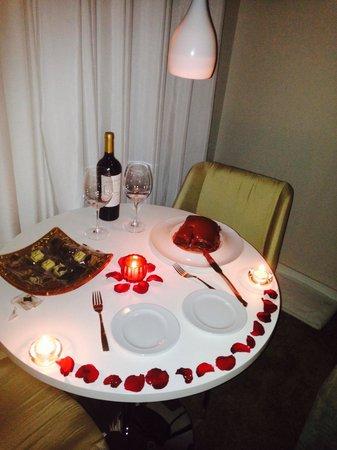 ModeVie Boutique Hotel: Aniversário reservado, bolo preparado em especial!