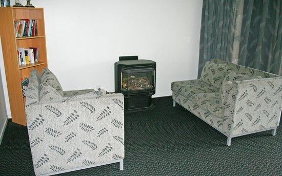 Silver Fern Lodge: Living Area
