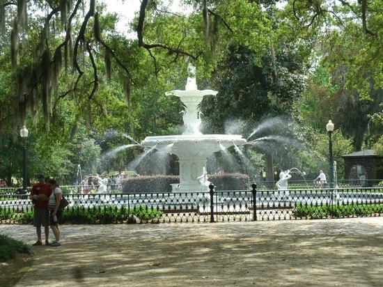 Free Savannah Tours: Forsyth Park