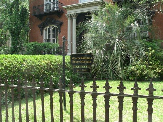 Free Savannah Tours: Mercer Williams House