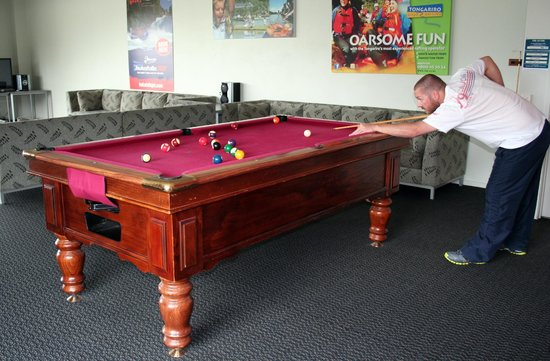 Silver Fern Lodge: Pool Table in Lounge