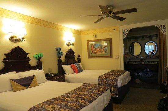 Disney's Port Orleans Resort - French Quarter : Port Orleans River side