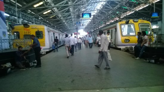 Chhatrapati Shivaji Terminus : Local trains