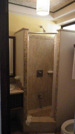 Hotel Tamarindo Diria : Bathroom