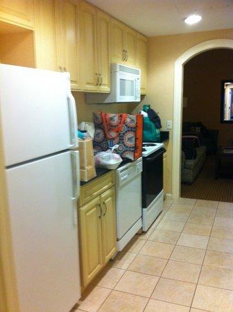Hilton Suites Ocean City Oceanfront: galley kitchen (between bedroom and living area)