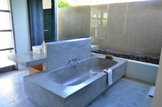 Uma Sapna: The bathtub