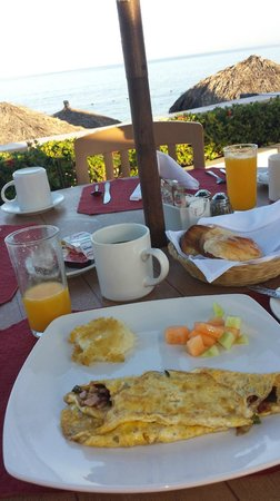 Canto Del Sol Plaza Vallarta: The breakfast restaurant on the ocean