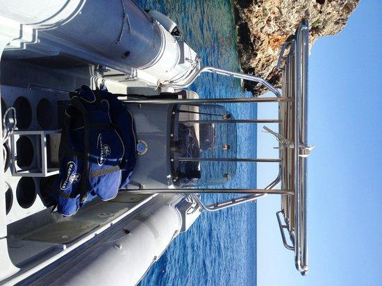 Evelin Divers: le site de plongée , vu du zodiaque