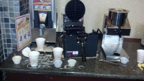 Hotel Utica, an Ascend Collection hotel: Waffle area - no syrup!