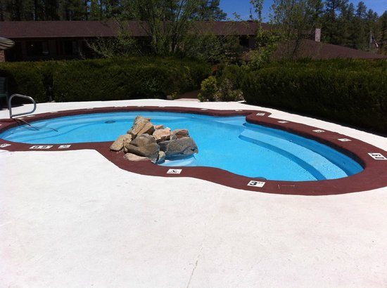 Comfort Inn at Ponderosa Pines: Outdoor hot tub