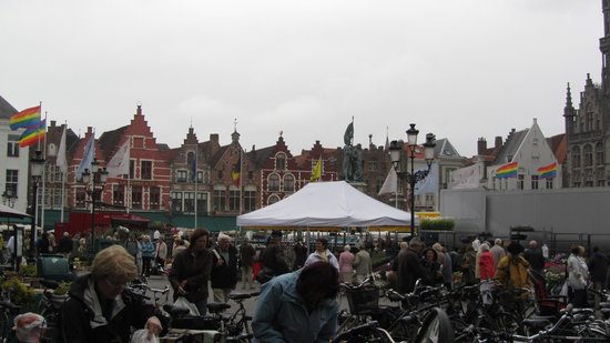 The Markt: This big market is amazing!