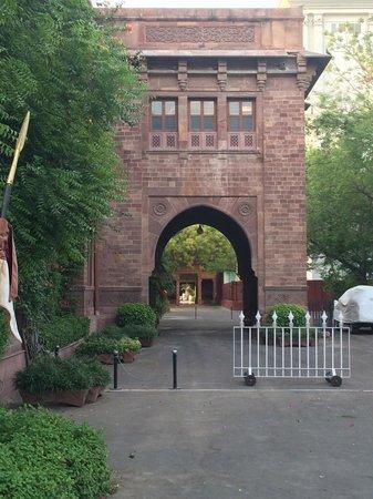 Ajit Bhawan : Entrance to the marahana side