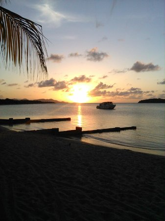 Chenay Bay Beach Resort: Beautiful sunsets