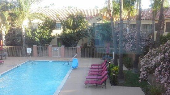 Hilton Garden Inn Valencia Six Flags: Pool from our room