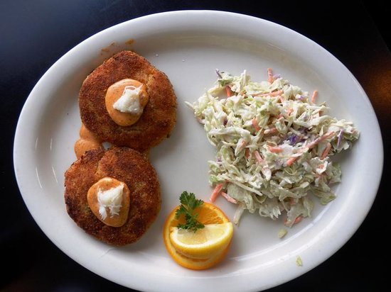 Mike's Seafood: Crab cake dinner platter