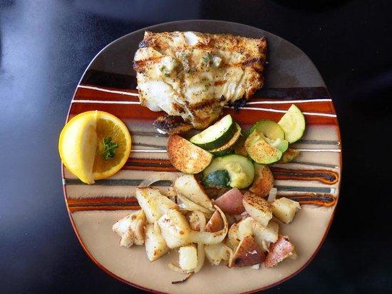 Mike's Seafood: Grilled halibut dinner platter