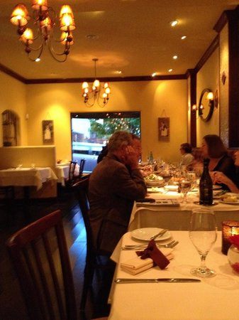 Andre's Bouchee: Main dining area on a Sunday evening.