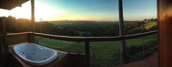 SummerHills Retreat Byron Bay: Cabana room's spa bath with a view