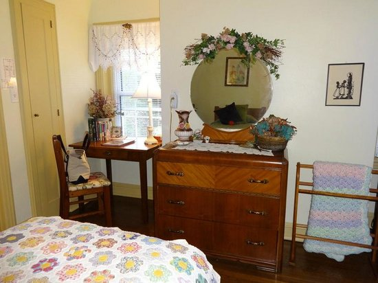 Robertshaw Country House Bed and Breakfast : Emma Room