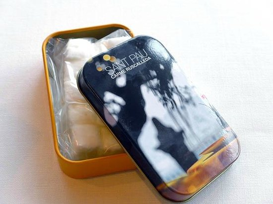 Restaurant Sant Pau, Carme Ruscalleda : Marshmallow in a gift tin