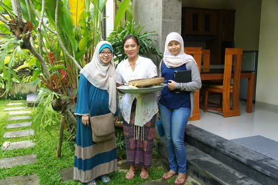 Villa Cilinaya : With owners wife