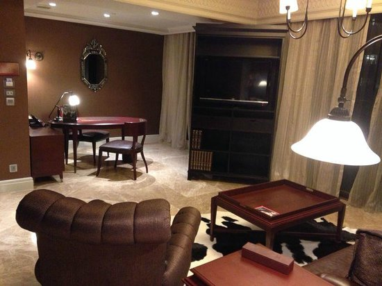 Hotel Muse Bangkok Langsuan - MGallery Collection : Study area in Nimman Suite