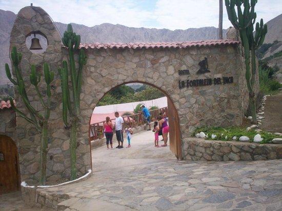 La Fortaleza Del Inca: entrada al hostal