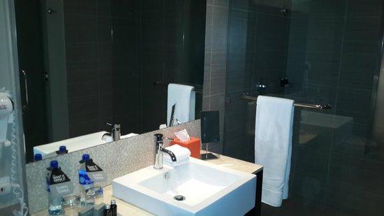 Hard Rock Hotel Panama Megapolis: Baño de la habitación
