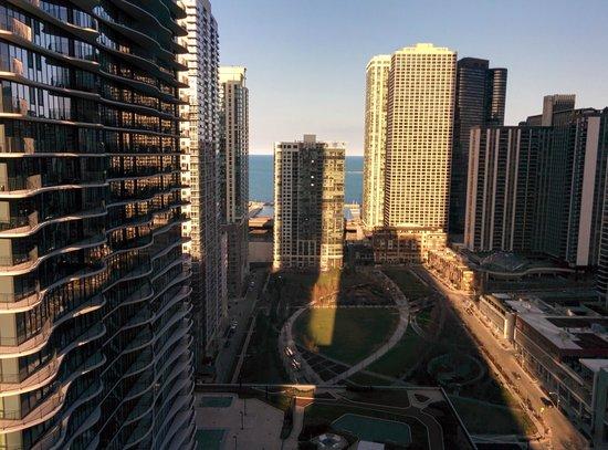 Fairmont Chicago Millennium Park: View from 23rd floor