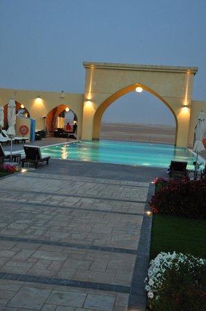 Tilal Liwa Hotel: Dusk in the desert