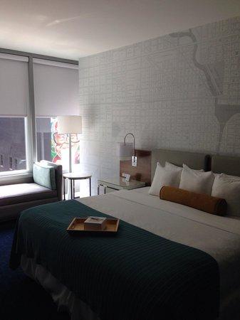Kinzie Hotel: Main hotel room. Room 221 had views of Harry Carey's restaurant.