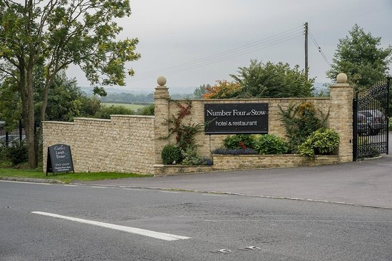 Number Four at Stow Hotel & Restaurant: Front Gate Sign