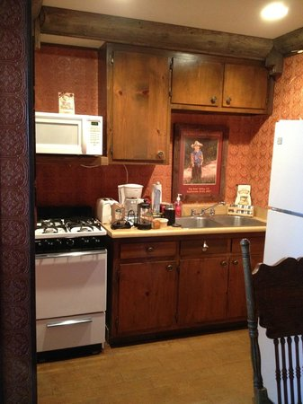 Hillcrest Lodge: Full Kitchen & Full refrigerator w/ freezer