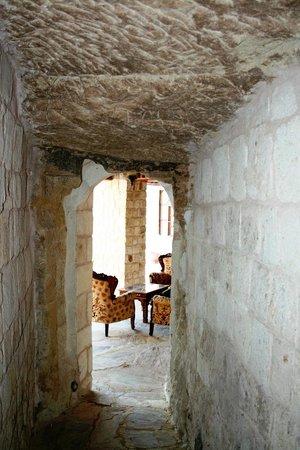 MDC Hotel : walkway to sitting area