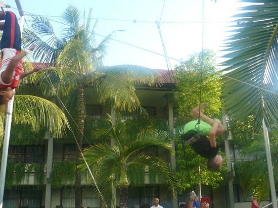 Bali Dynasty Resort : Trapeze school