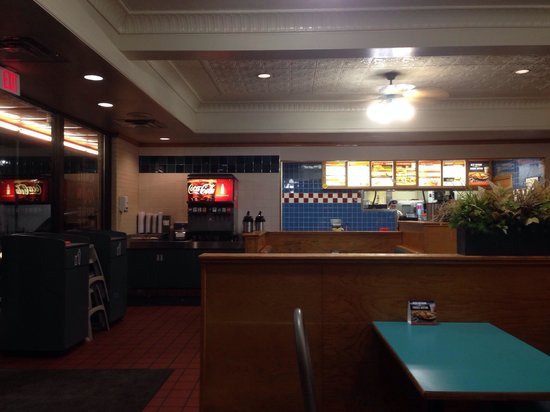 Whataburger: Dining area.