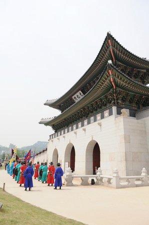Gwanghwamun Gate: 光化門