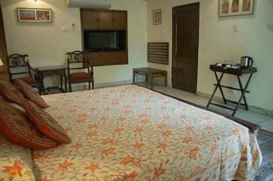 Hotel Meghniwas: large and spacious bedroom