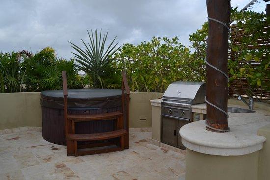 Maya Villa Condo Hotel & Beach Club: roof deck