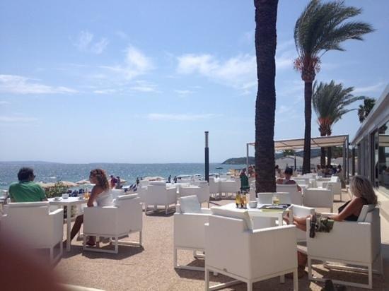 Hotel Garbi Ibiza & Spa: bar da praia, muito relaxante