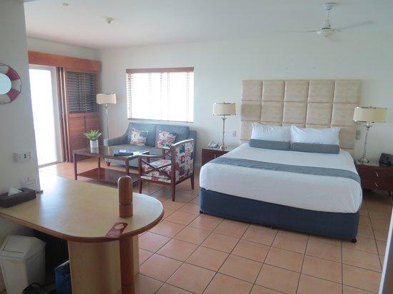 Coral Sea Resort: Room 226's bed etc.