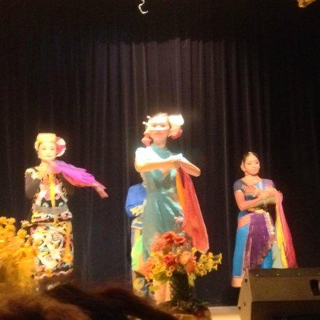 Saloma Theatre Restaurant: Cultural Show