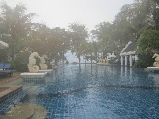Phuket Graceland Resort & Spa : Бассейн