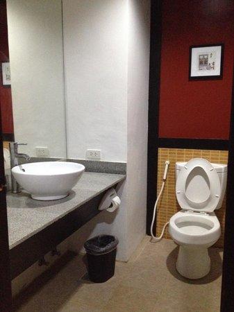 La Carmela de Boracay: Bathroom