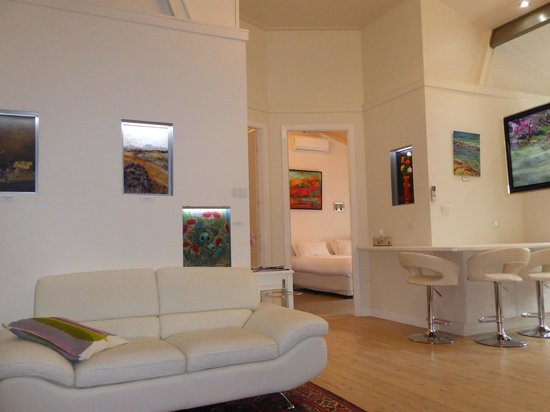 A Colourcity Apartments: The Gallery Apartment