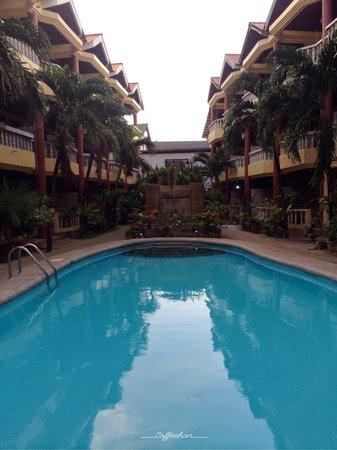 Boracay Peninsula Resort: The facade