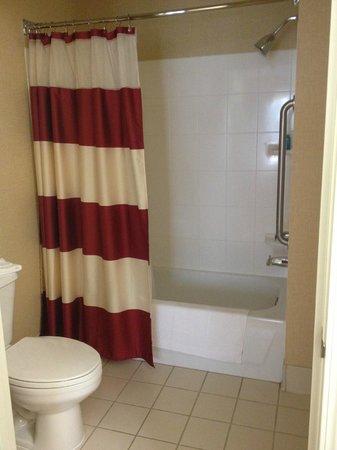 ريزيدنس إن باي ماريوت فولسوم ساكرامينتو: Bathroom
