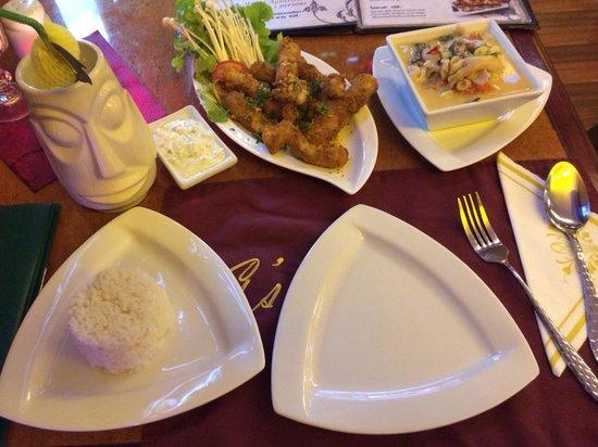 G's Bangkok: Piña colada, green curry and fried fish