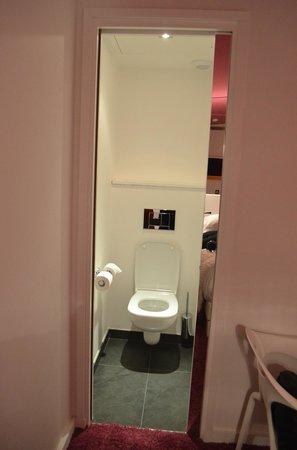 Hotel Georgette : Separate toilet